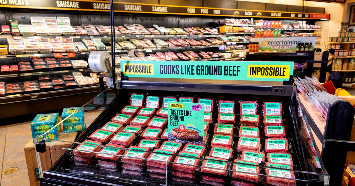 スーパーマーケットの食肉売場に陳列されるインポッシブル・フーズの植物由来肉